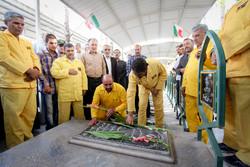 عطرافشانی گلزار شهدا باحضور آزادگان در بیرجند
