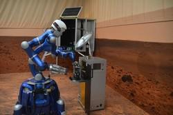 یک ربات از فضا کنترل شد