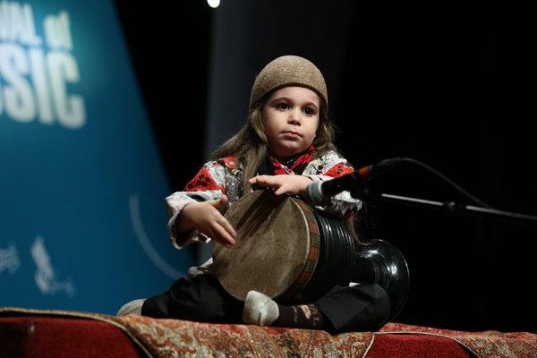 نوای موسیقی لرستان در نیاوران تهران شنیدنی شد,