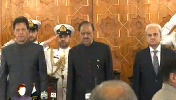 عمران خان نے وزیر اعظم کے عہدے کا حلف اٹھا لیا