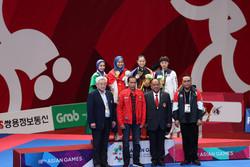 İranlı milli bayan karateciden Endonezya'da büyük başarı