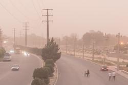 گرد و غبار کرمان را فرا میگیرد / بارش رگبار پراکنده در ارتفاعات غربی