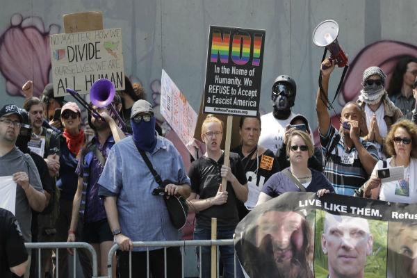 امریکہ میں ہتھیار رکھنے کے حامیوں اور مخالفین کا مظاہرہ