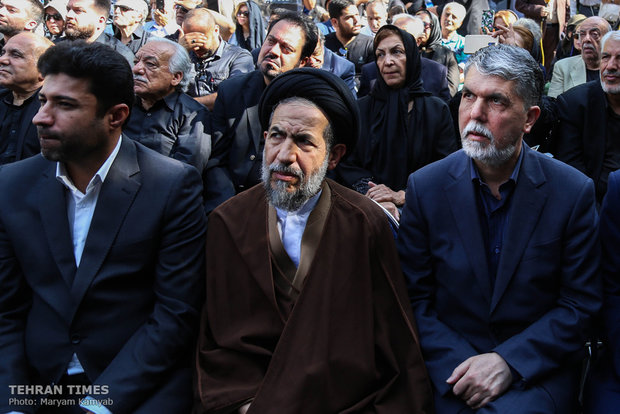 Thousands bid farewell to Ezzatollah Entezami