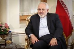 ظريف : إيران قد تزيد من تخصيب اليورانيوم
