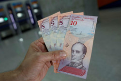 حذف صفر از پول ملی و افزایش حقوق راهکار مادورو برای بحران اقتصادی