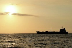China shifts to Iranian tankers to keep oil flowing
