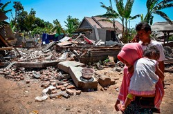 حصيلة ضحايا الزلزال في اندونيسيا ترتفع الى 555 قتيلاً