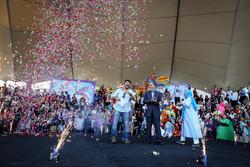 عروسک ها وارد زندگی مردم تهران شدند/ استقبال از شادپیمایی