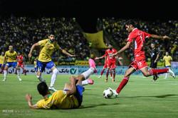 دیدار تیم های فوتبال صنعت نفت آبادان و پرسپولیس