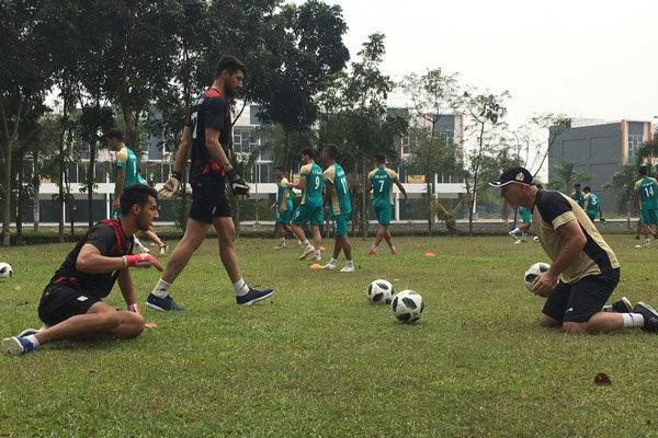 بازیکنان تیم فوتبال امید در دیداری درون گروهی محک خوردند