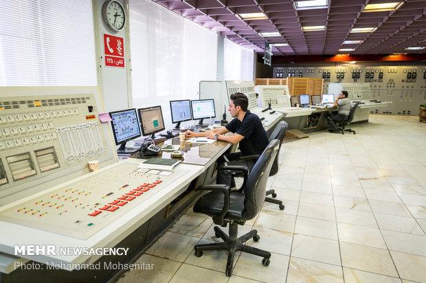 پروسهی تولید برق در نیروگاه، میتواند از صفر تا صد از طریق اتاق فرمان و بوسیلهی کامپیوترهای صنعتی اجرا، کنترل و مدیریت شود. در واقع مغز نیروگاه این قسمت میباشد.