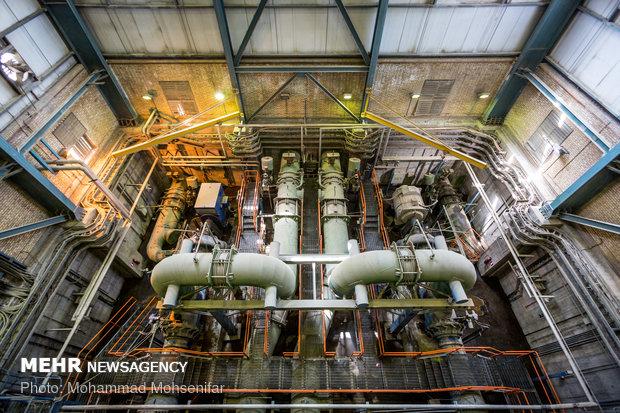 پمپهای خنک کاری توربین بخار نیروگاه سیکل ترکیبی. آب خنک مورد نیاز جهت تبدیل بخار خروجی از توربین به آب، بوسیلهی برجهای خنک کاری تامین میشود که این پمپها وظیفهی انتقال آب به برج جهت خنک شدن را برعهده دارند.