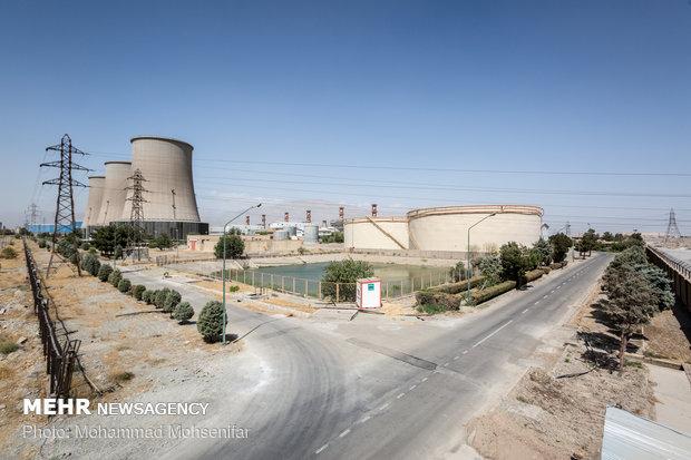 استخر تبخیری و برجهای خنک کاری نیروگاه سیکل ترکیبی. آبهای پساب که دیگر مناسب استفاده در سیکل تولید بخار نیستند و همچنین توسط قسمت شیمی توانایی احیا شدن دوباره را ندارند، به این استخرهای روباز منتقل میشوند تا با تبخیر شدن در محیط از بین بروند.
