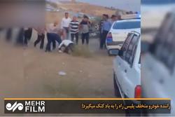 وقتی راننده متخلف پلیس را به باد کتک میگیرد!