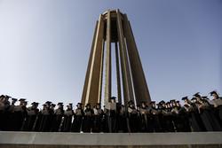 İranlı tıp öğrencilerinden İbni Sina'ya saygı duruşu