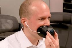در محیط های شلوغ با خیال راحت با موبایل حرف بزنید