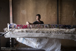 مهنة وفن عتيق أصبح بعزلة في البيوت الايرانية/ صور