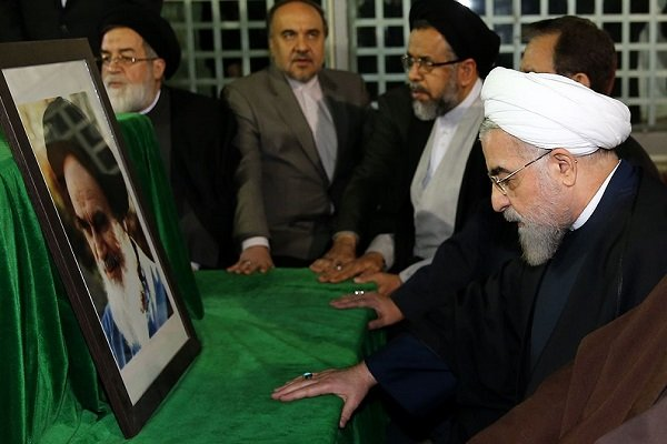 Pres. Rouhani, cabinet pay tribute to Imam Khomeini