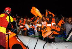 پناهجویان کشتی «ایلان کردی» وارد مالت شدند