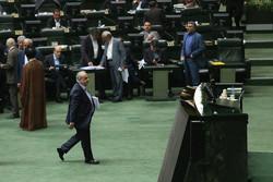 دردسرهای شباهت فامیلی دو نماینده/ جهانگیری باز هم حاضر به دفاع از وزیر نشد