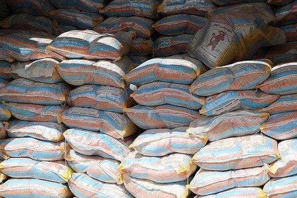 ۵۴ تن برنج و اقلام احتکار شده در پارس آباد کشف شد