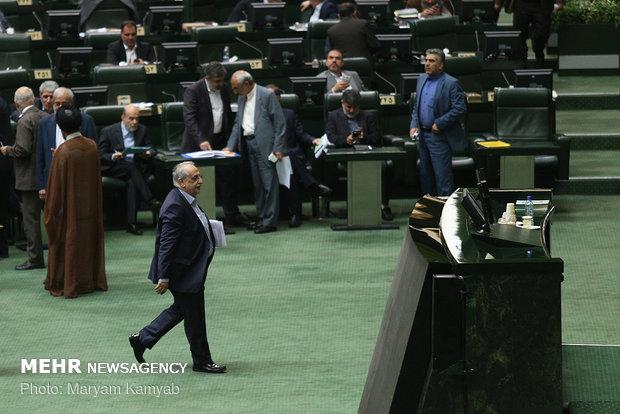 Parl. impeaches economy minister