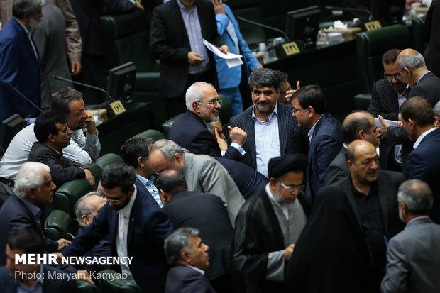نمایندگان از پاسخ های وزیر امور خارجه به سه سؤال قانع شدند