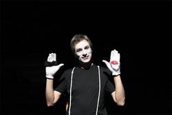 بازیگری که دستانش بازی میکنند/ نگذاریم تئاتر عروسکی بمیرد