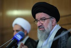 نظام اسلامی در حال حرکت به سوی قله است