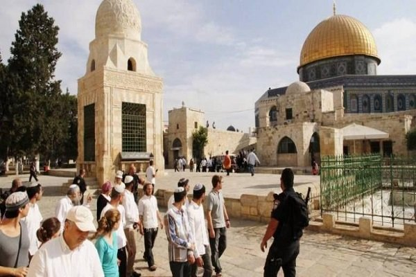 حدود ۱۰۰۰ صهیونیست به مسجدالاقصی تعرض کردند