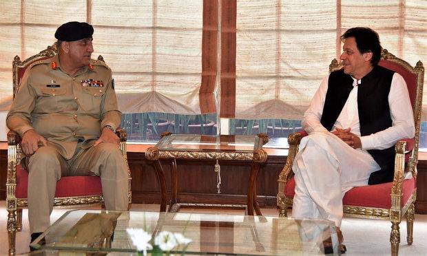 پاکستانی وزیر اعظم سے پاکستانی فوج کے سربراہ کی ملاقات