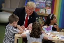 Trump, ABD bayrağını yanlış boyadı