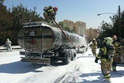 تانکر حمل بنزین در جاده قدیم «قزوین-رشت» واژگون شد
