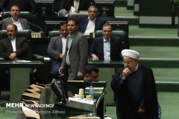 نواب مجلس الشورى يجمعون تواقيع لتوجيه أسئلة لروحاني