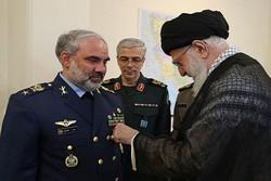 Devrim Lideri'nden İranlı komutana onur nişanı verildi