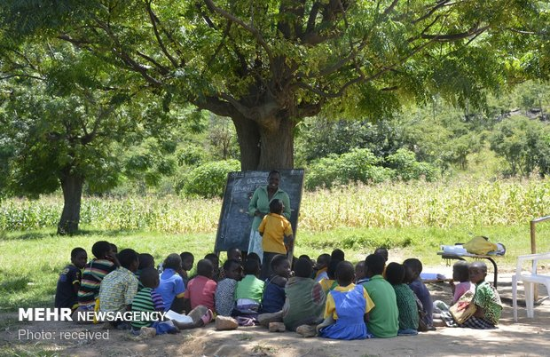 کلاس های درس در مناطق مختلف جهان
