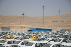 مردم حرف خودروسازان را نپذیرفتند/خودروسازان احتکار کردند