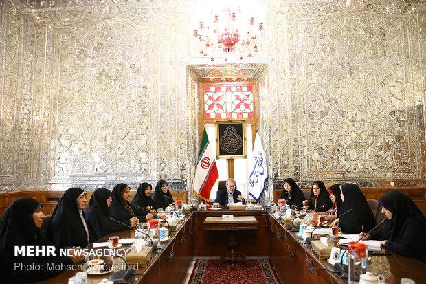 لاريجاني يلتقي لجنة عضوات مجلس الشورى الإسلامي