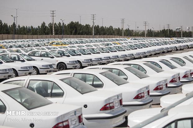 دلالان در بازار خودرو فروشنده شدند/کاهش قیمت سرعت گرفت