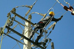 برگزاری ۴ مانور عملیاتی اصلاح فیدرهای بحرانی برق در ملایر