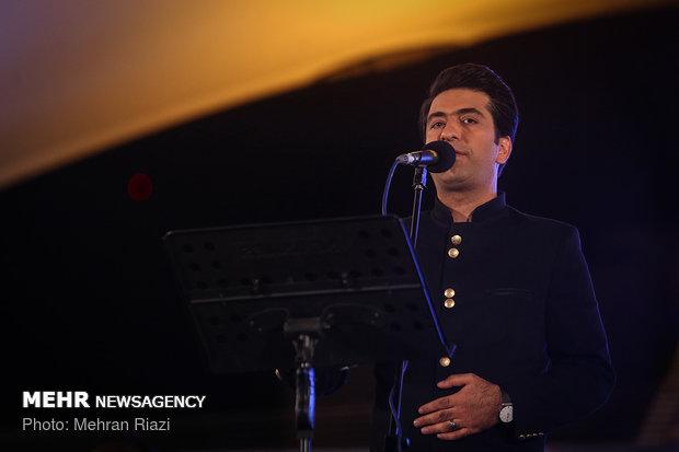 کنسرت خیابانی محمد معتمدی در بوستان آب و آتش