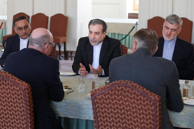 دیدار معوان وزیر خارجه انگلستان با عباس عراقچی