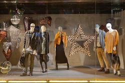 پاکسازی ۴۰مجتمع تجاری عرضه کننده پوشاک قاچاق/مقاومتها و تماسها زیاد است+اسامی