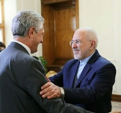 Zarif meets UN refugee chief