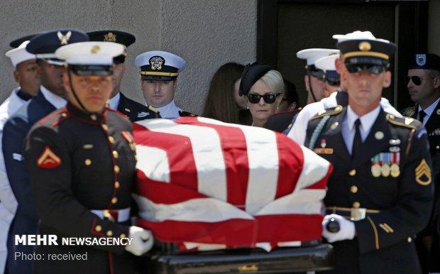 تشییع جنازه مک کین