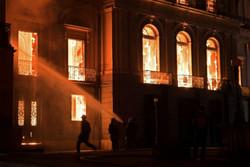 موزه ملی «ریودوژانیرو» طعمه حریق شد