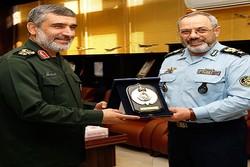 سپاه و ارتش در کنار هم میتوانند با هر تهدیدی مقابله کنند