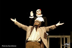 """A scene from """"The Marriage of Mr. Mississippi"""" directed by Ehsan Falahatpisheh at Nazerzadeh Kermani Hall in Tehran during September and October 2015 (Twall/Ziaeddin Safavian)"""
