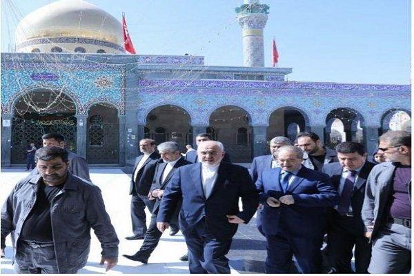 وزير الخارجية الإيراني يزور مقام السيدة زينب في دمشق